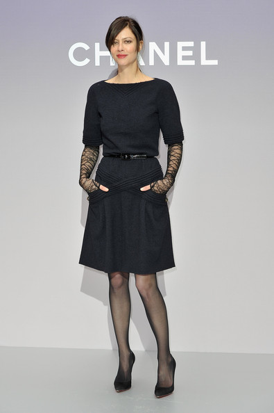 Anna Mouglalis looked chic in this simple LBD at the Chanel photocall in Paris.