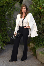 Cindy Crawford finished off her ensemble with a black chain-strap bag, also by Chanel.