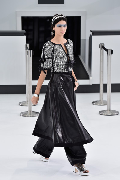 df5a2a7c54eb6 Chanel Spring Summer 2016 - Kendall Jenner s Best Model Moments ...