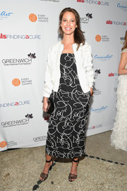 Christy Turlington finished off her ensemble with a pair of perforated sandals.