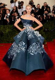 Karolina Kurkova left us speechless with this sculptural strapless gown by Marchesa she wore to the Met Gala.