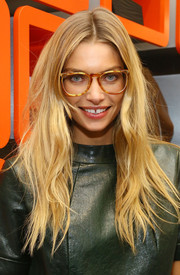 Jessica Hart sported a tousled center-parted 'do during Charlotte Ronson's holiday party.
