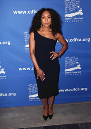 Angela Bassett matched her dress with a pair of black pumps.