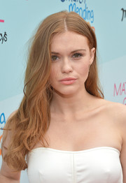 Holland Roden attended the Children Mending Hearts fundraiser wearing her hair in unstyled waves.