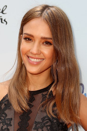 Jessica Alba kept her beauty look low-key with neutral eyeshadow and subtle lipstick.