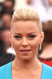 Elizabeth Banks looked fierce wearing this pompadour ponytail at the Met Gala.