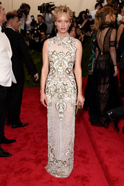 Amber Valletta kept it timeless (and on theme) at the Met Gala in an Alberta Ferretti cheongsam featuring gold and white embroidery against a lace background.