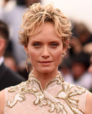 Amber Valletta went super edgy with this messy cut at the 2015 Met Gala.