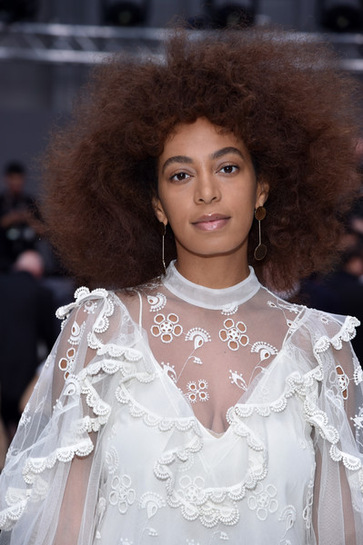 Solange Knowles kept it natural with this afro at the Chloe fashion show.