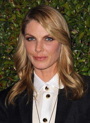 Angela Lindvall looked flawlessly styled with this glossy wavy 'do during the Chloe LA fashion show and dinner.