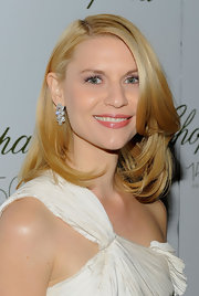 Claire Danes showed up at the Chopard party sporting a classic side swept layered cut.