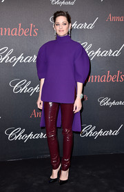 Marion Cotillard completed her funky attire with maroon patent leggings, also by Delpozo.
