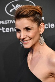 Clotilde Courau added a heavy dose of glamour with a pair of diamond chandelier earrings.