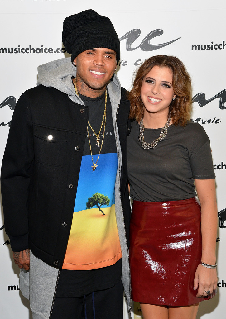 71c3c396082e9 Chris Brown topped off his outfit with a classic black cap.