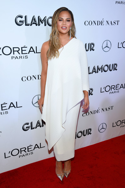 Chrissy Teigen Evening Pumps [clothing,white,shoulder,dress,cocktail dress,joint,red carpet,premiere,fashion,carpet,new york city,glamour women of the year awards: women rise,arrivals,chrissy teigen]
