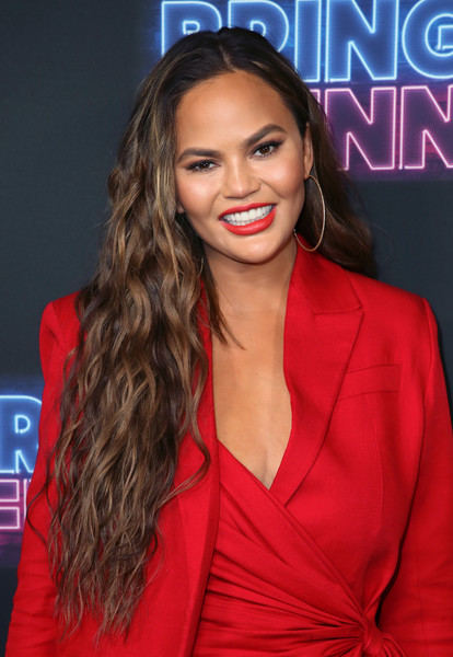 Chrissy Teigen Long Wavy Cut [bring the funny,hair,hairstyle,long hair,premiere,brown hair,lip,layered hair,electric blue,eyelash,television presenter,chrissy teigen,los angeles,california,nbc,premiere,premiere,rockwell table stage]