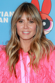 Heidi Klum wore her hair down in a subtly wavy style at the Christian Cowan x The Powerpuff Girls show.