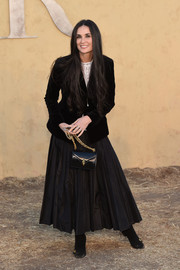 For her arm candy, Demi Moore chose a black patent bag with a gold chain strap.