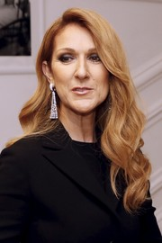 Celine Dion amped up the glam factor with a pair of diamond chandelier earrings.