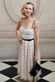 Naomi Watts paired her lovely dress with an elegant chain-strap bag, also by Dior.