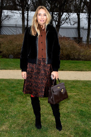Alexandra Golovanoff styled her outfit with the classic Hermes Kelly, in brown.