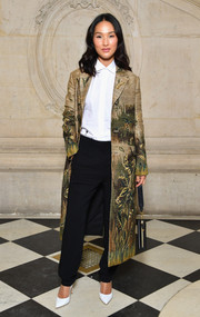 Nicole Warne finished off her outfit with classic black trousers.