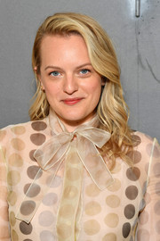 Elisabeth Moss looked pretty with her vintage-inspired 'do at the Dior Couture Fall 2019 show.