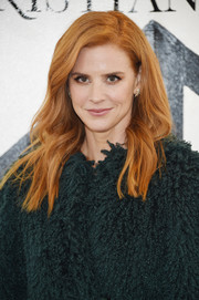 Sarah Rafferty looked simply lovely with her loose side-parted style at the Christian Siriano fashion show.