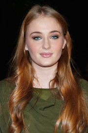 Sophie Turner looked gorgeous at the Christian Siriano fashion show wearing her long hair loose with gentle waves.