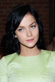 Leigh Lezark sported subtle waves  for a more feminine look to her short hair during the Christian Siriano fashion show.