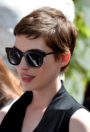 Anne Hathaway channeled Jean Seberg with this darling pixie cut.
