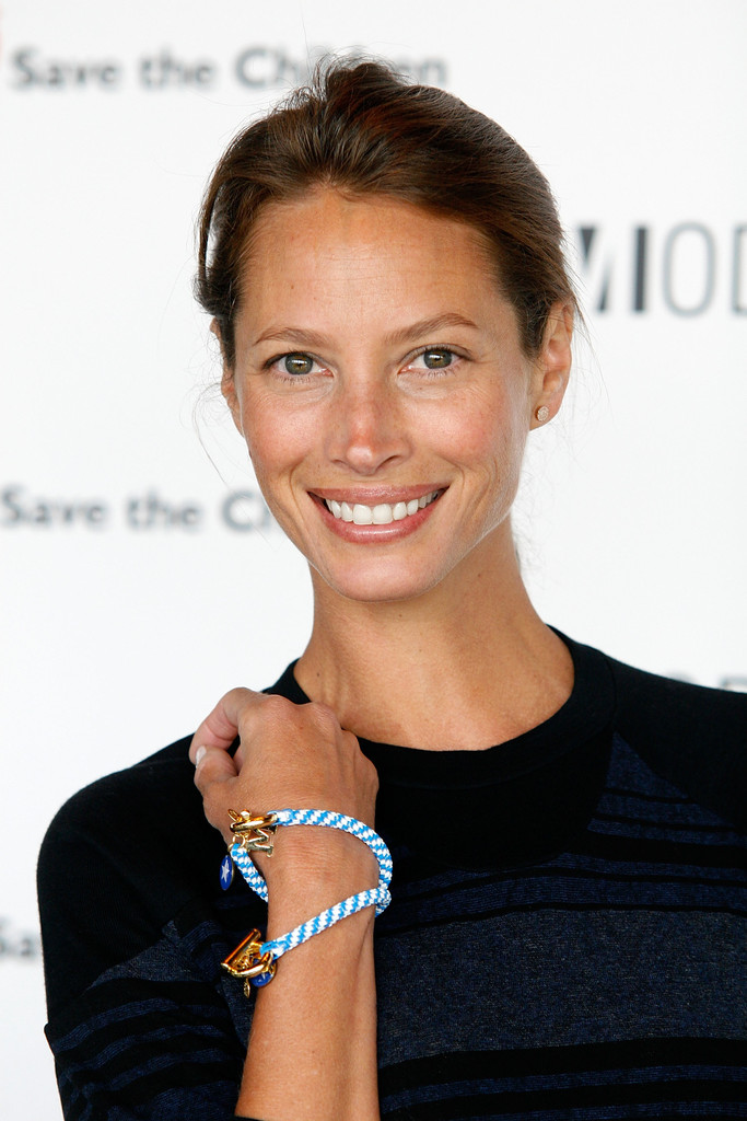 The 49-year old daughter of father Dwain Turlington and mother María Elizabeth Turlington, 178 cm tall Christy Turlington in 2018 photo
