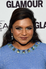 Mindy Kaling wore shimmery blue eyeshadow to match her dress.