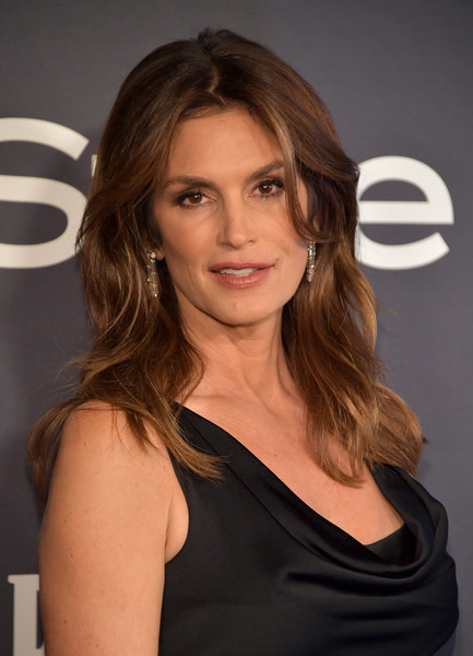 Cindy Crawford Medium Wavy Cut