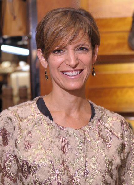 Cindy Levy Short Cut With Bangs