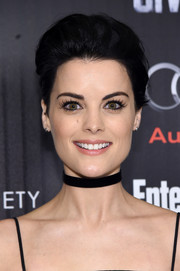 Jaimie Alexander attended the 'Captain America: Civil War' screening wearing her hair in a simple pompadour.