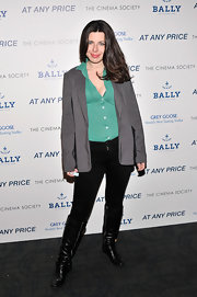 Heather Matarazzo kept to her signature tomboy look with this gray oversized blazer.