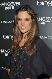 Alessandra Ambrosio keeps her polished mane ready for the beach with California girl waves.