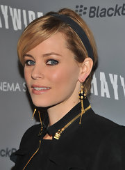 Elizabeth Banks wore neutral shadows and black eyeliner at a screening of 'Haywire.'