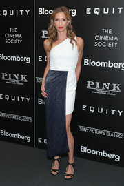 Alysia Reiner finished off her outfit with black ankle-tie sandals.