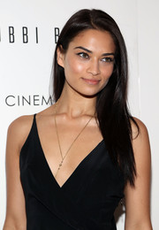 Shanina accented her classic LBD with this delicate gold necklace - a nice touch!