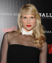 Lucy Punch wore her wavy blonde hair in a deep side-part for the 'Stand Up Guys' premiere.