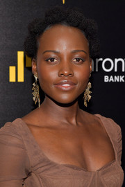Lupita Nyong'o glammed up her lobes with a pair of geometric gold earrings by Lorraine Schwartz.