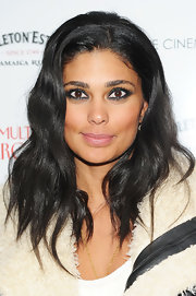 Rachel Roy showed off her medium-length wavy cut. She played up her dark locks with black metallic eyeshadow. Perfect!