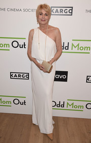 Joanna Cassidy amped up the elegance with a metallic gold clutch.