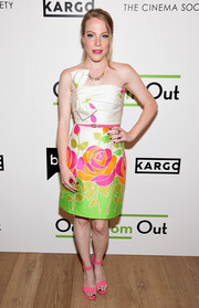 Emma Myles looked perfectly sweet in a strapless floral frock by Kate Spade at the season 3 premiere of 'Odd Mom Out.'