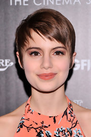 Sami Gayle's glossy coral lip was fun, feminine, and totally chic.