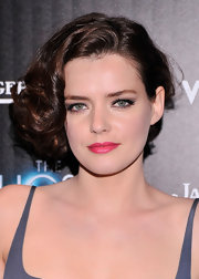 Roxane Mesquida totally channeled old-school Hollywood with this pinned up, curly 'do with a deep side part.