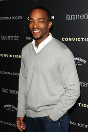 Anthony Mackie kept it comfy  and casual in this light gray V-neck sweater.