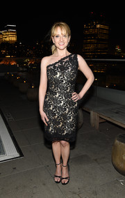 Melissa Rauch was all about timeless elegance in this black lace-overlay one-shoulder dress by Romona Keveza at the after-party for 'The Bronze.'